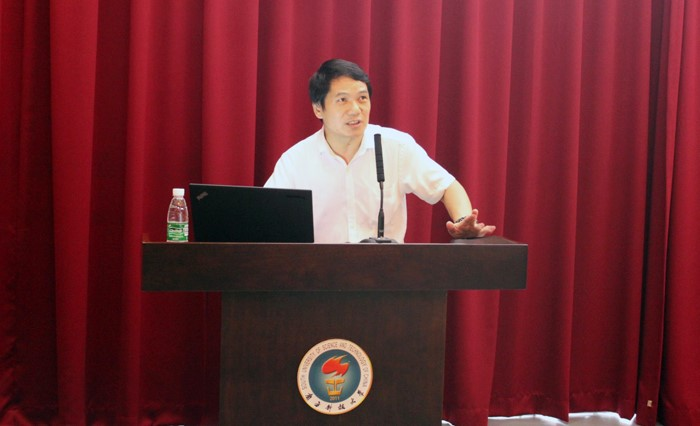 Lecture by President Gao Zhengrong of Shenzhen Volunteer Union's Council: Best Youth Days with Devotion