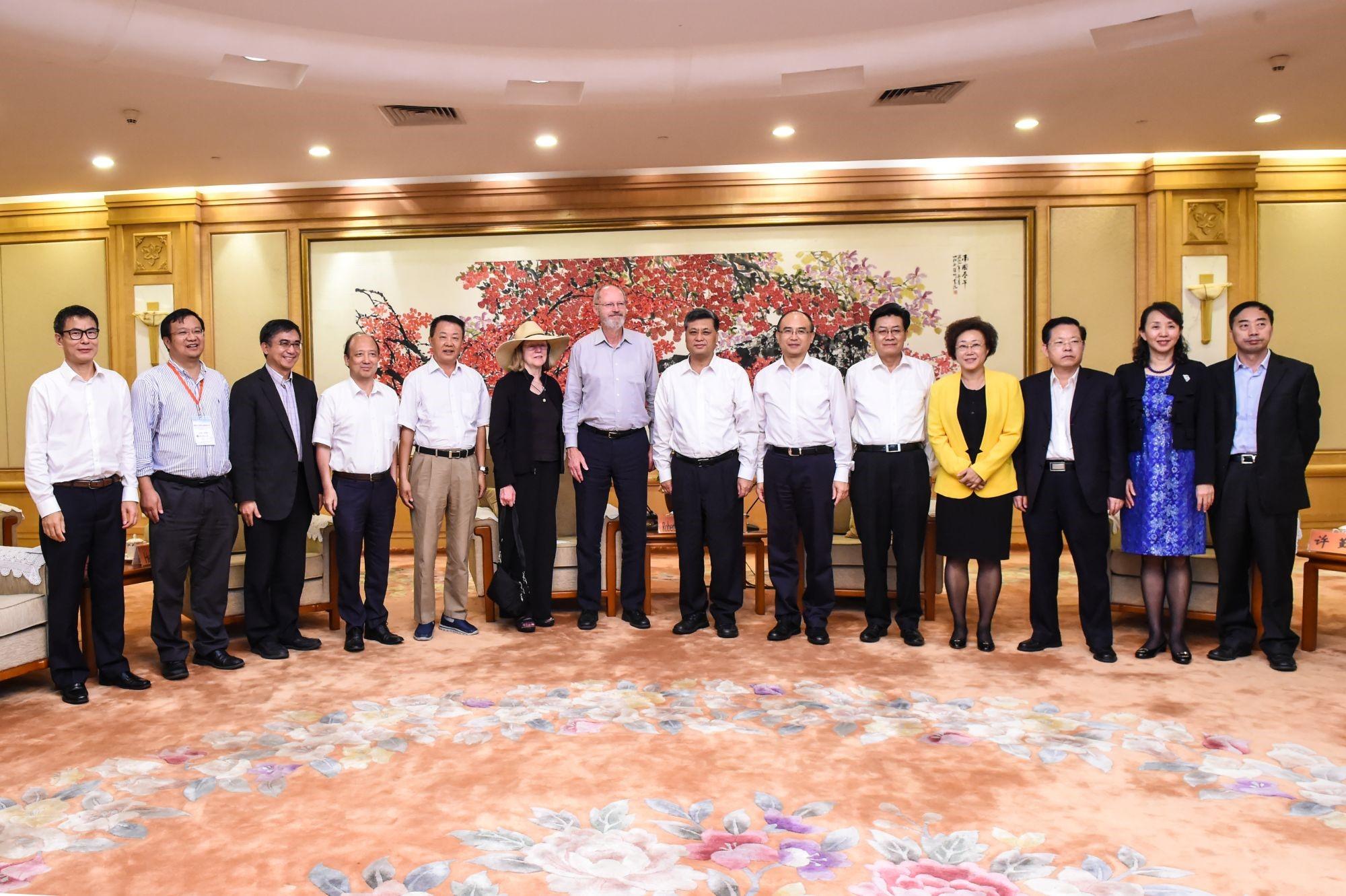 Leaders of Shenzhen Municipal Government Met with Nobel Laureate Robert Grubbs
