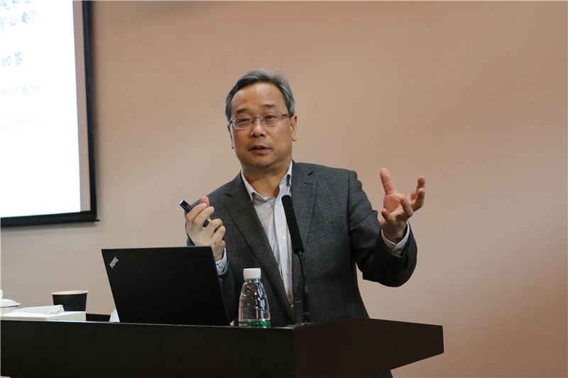 Prof. Zhao Changwen gives the lecture onlogic of financial reform