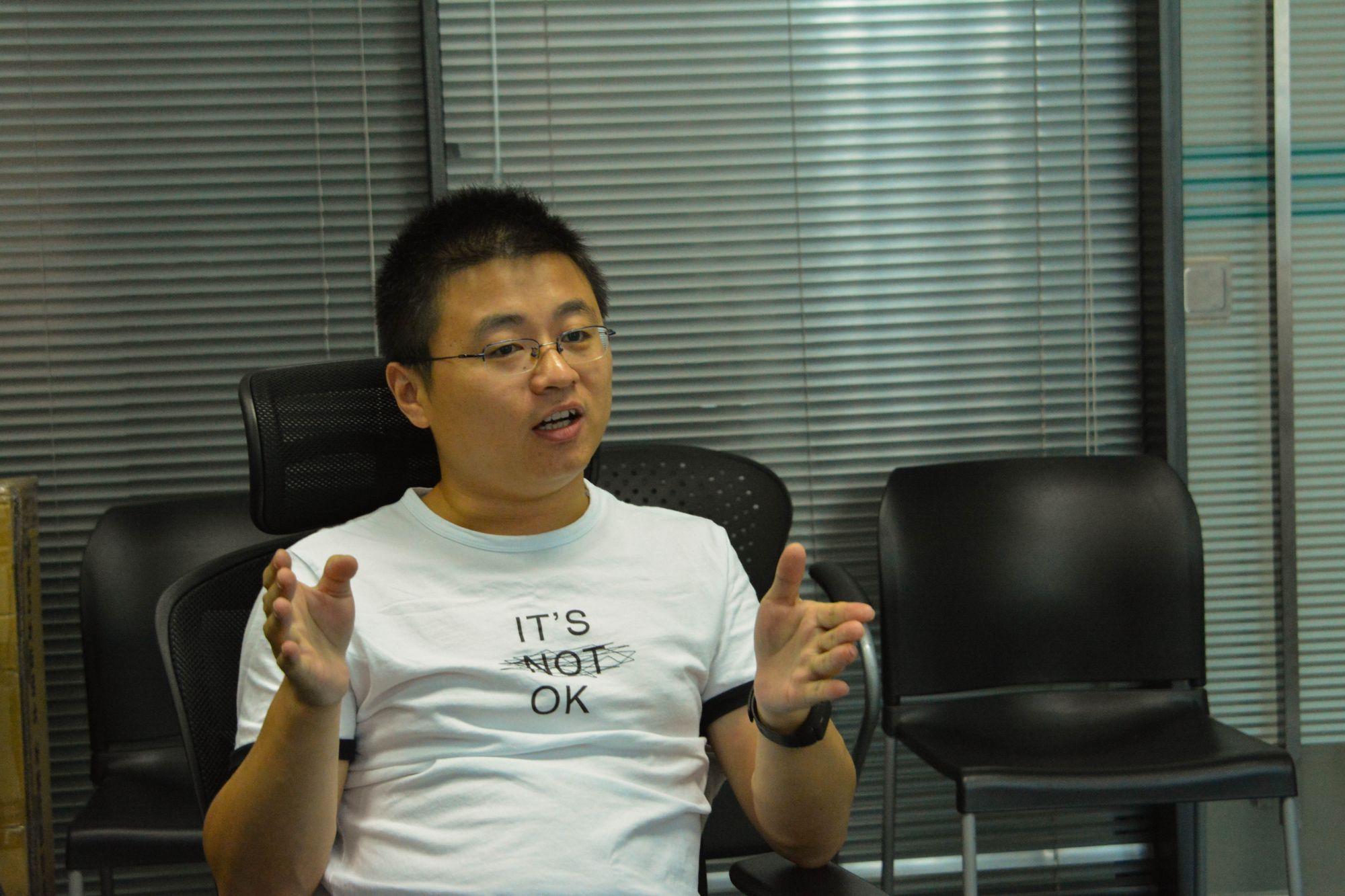 Wang Fei Talks about What Makes a Good Teacher — Impart Professional Knowledge and Resolve Doubts