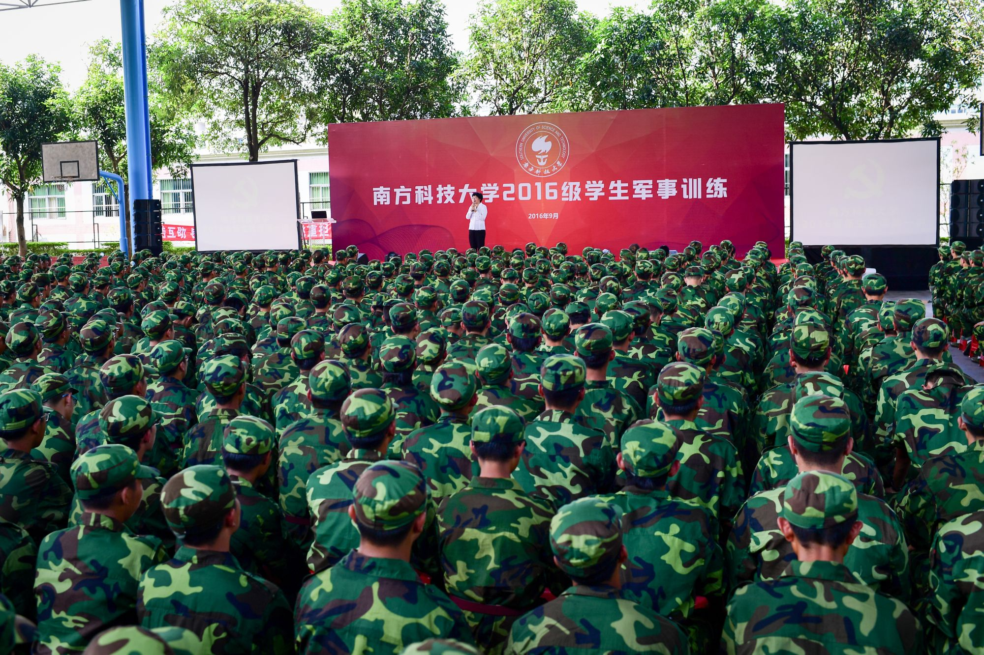Guo Yurong Visits Students and Instructors in Military Training at Mid-Autumn Festival