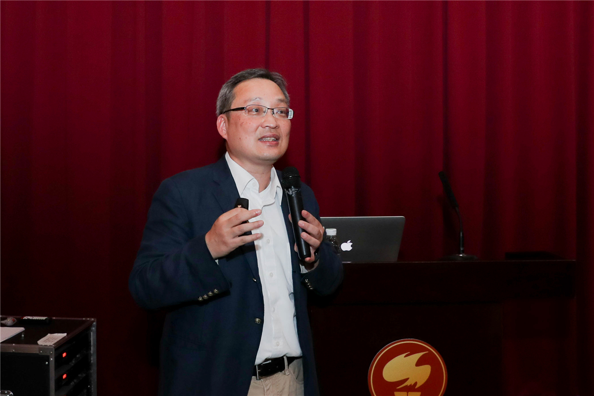 """Prof. Gwo Shangjr speaks on current situation of frontier photon sources at """"Southern China Science Forum"""""""