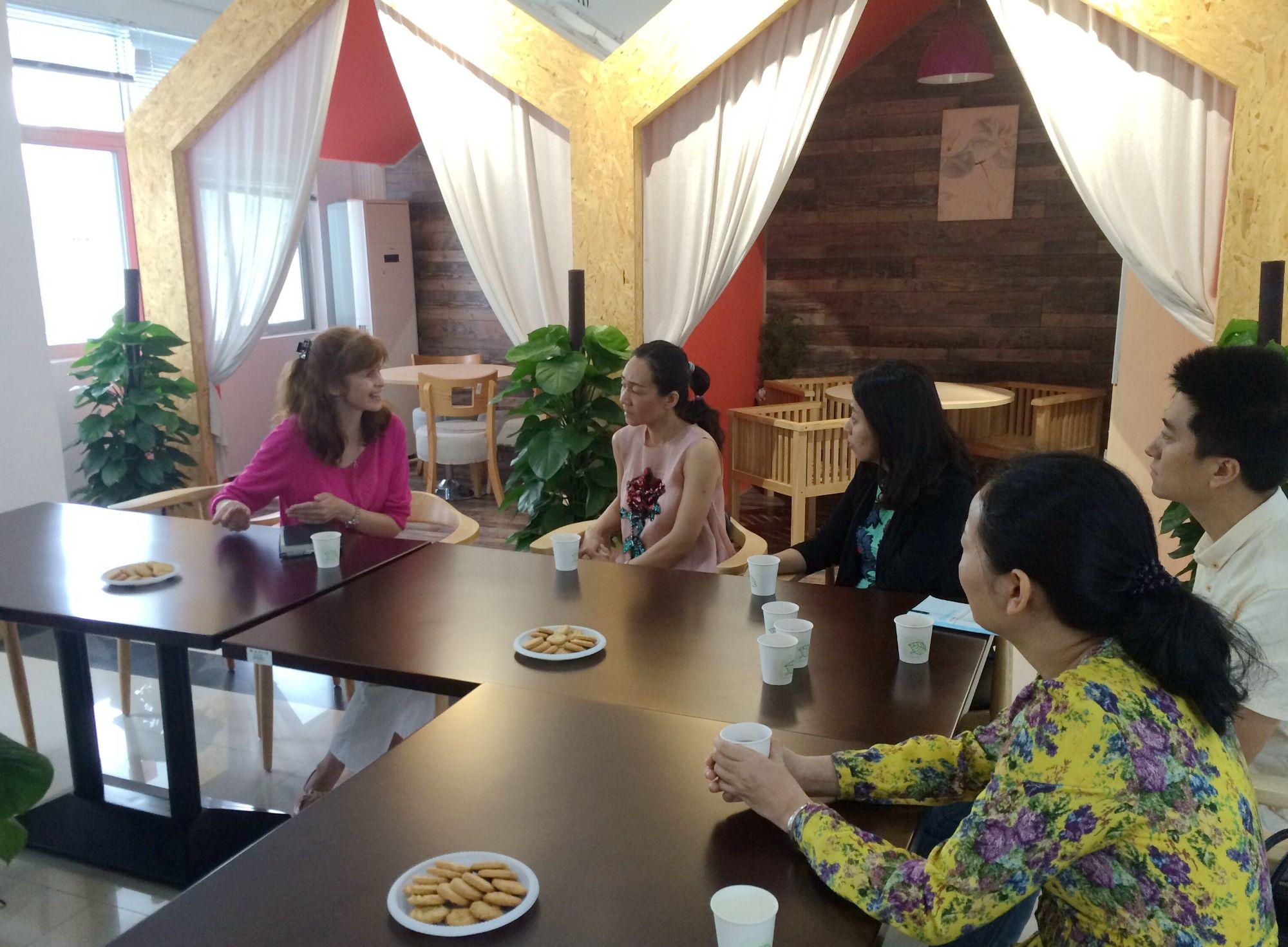 SFL delegation visits SUSTech Language Center