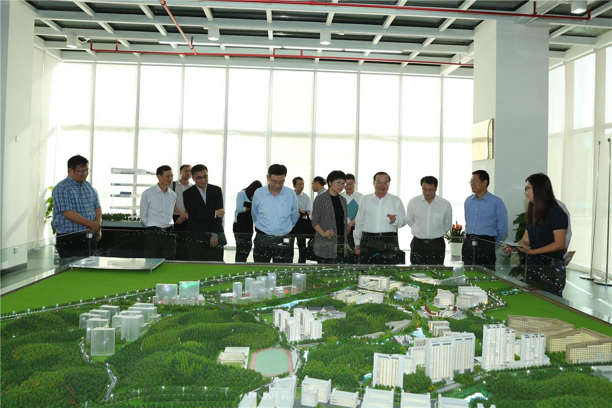 Vice Governor of Guangdong Yuan Baocheng visits SUSTech