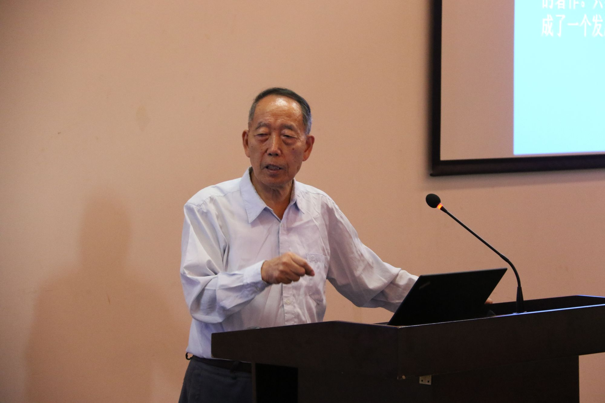Academician Yan Jia'an gives talk on science and art at SUSTech