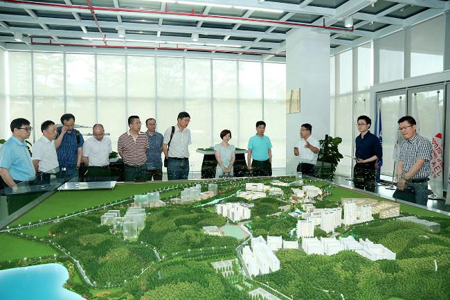 Jiaxing College Vice President Zhou Shan, Zhou Yaxin to visit the school