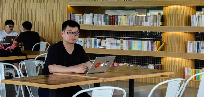 """2017 Graduate Stories – Zhang Lingqi: """"The most important is to find your direction and passion"""""""