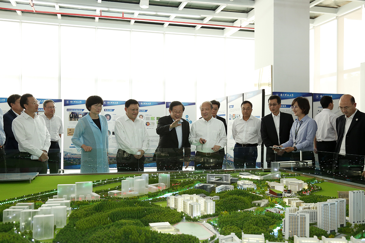 Minister of Science and Technology Wan Gang visits SUSTech