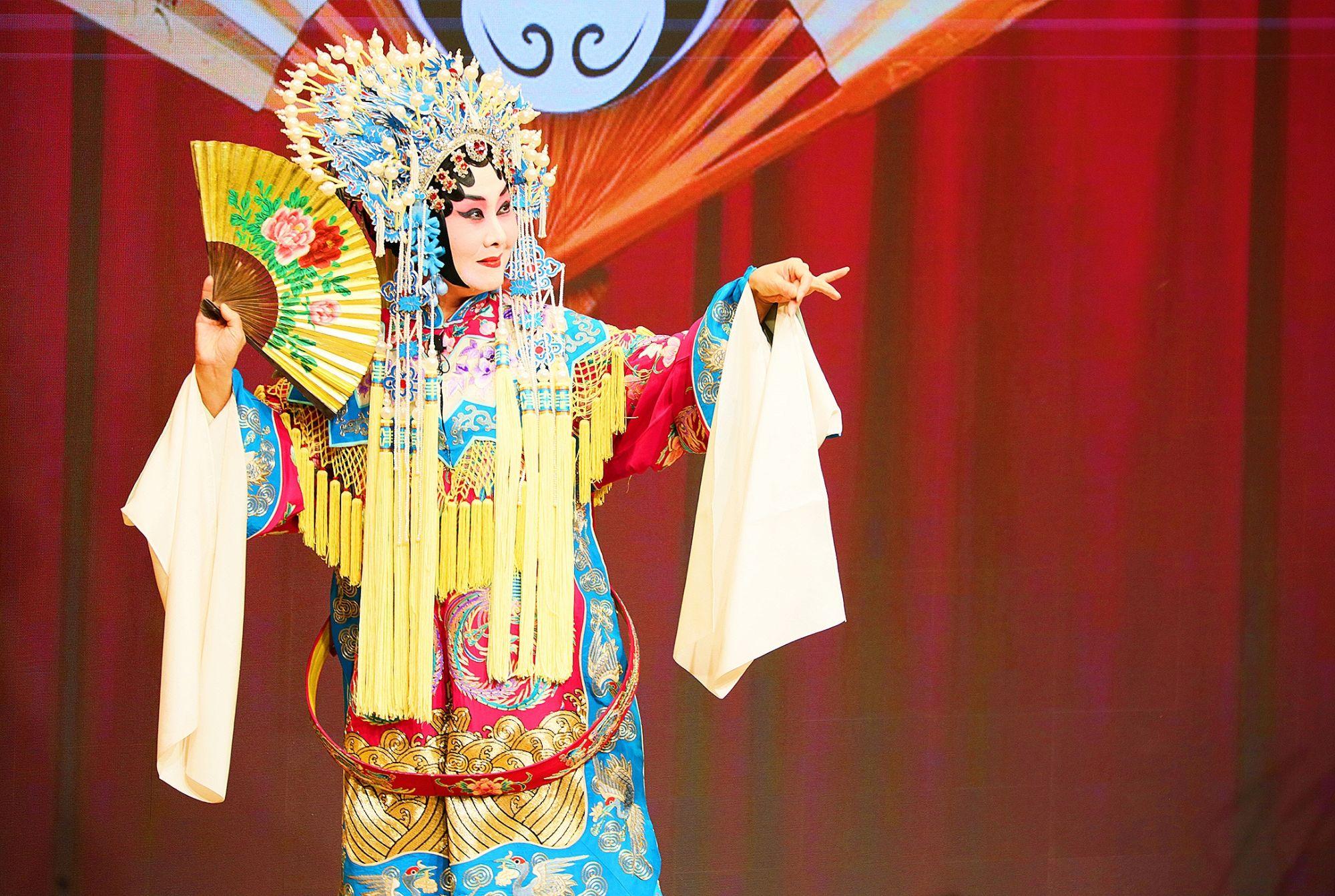 Beijing Opera Performances Enrich Our Campus Life