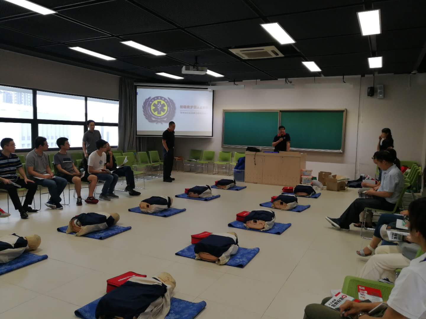 AED Training Session Held at SUSTech