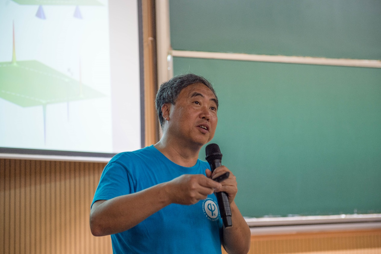 UT Austin's Truell Centennial Professor Lectured on Topology and Geometry of Bloch Electrons