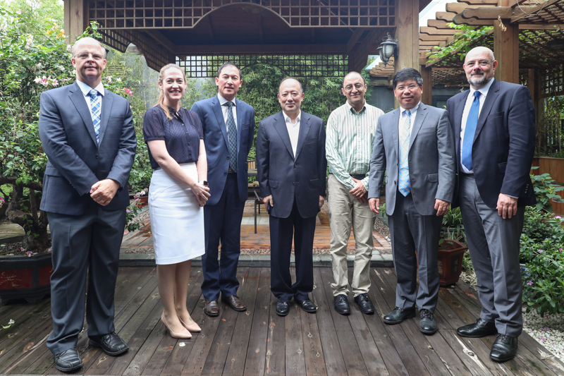 UQ Deputy Vice-Chancellor Visits SUSTech