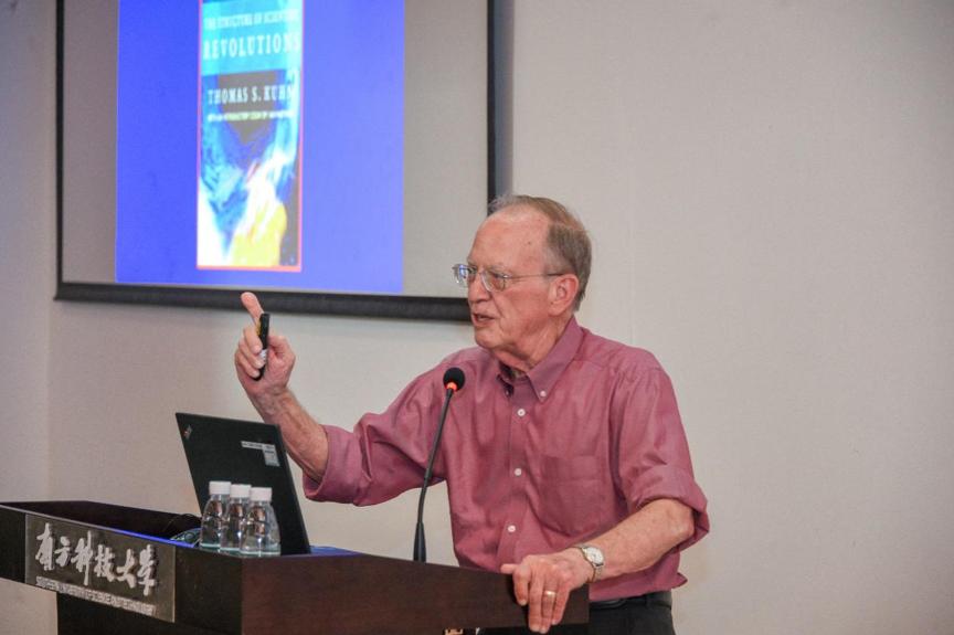 Academician J. William Schopf Explains Paradigm Shift in History of Science