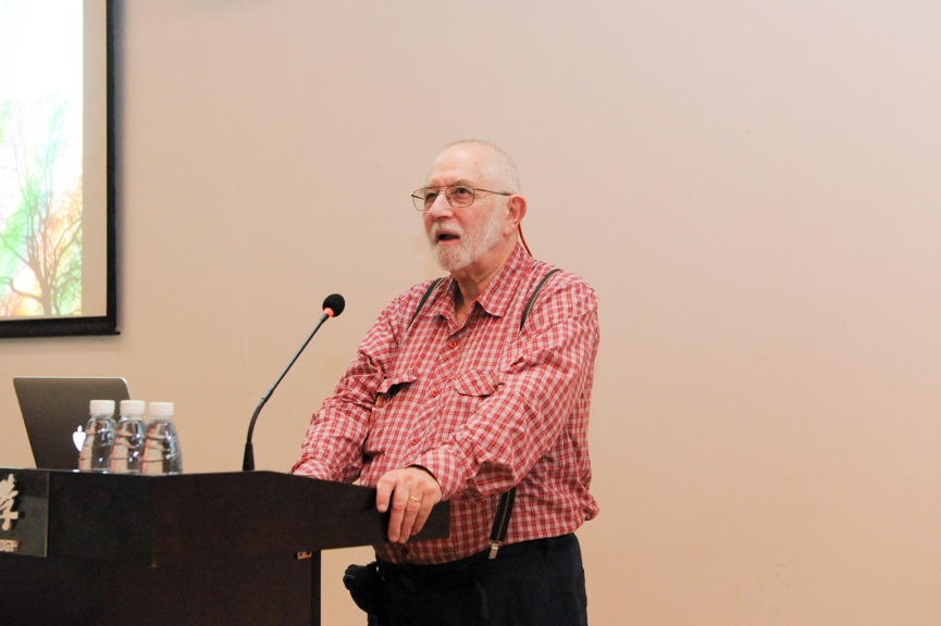 Famous Theoretical Physicist Sir Michael Berry Lectures on Optical Principles and Cognition