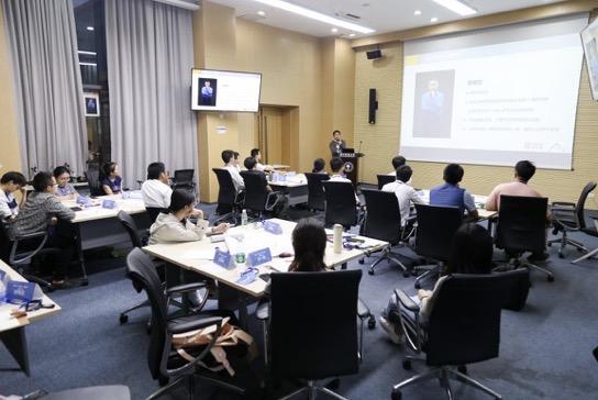 Graduate School starts career development program