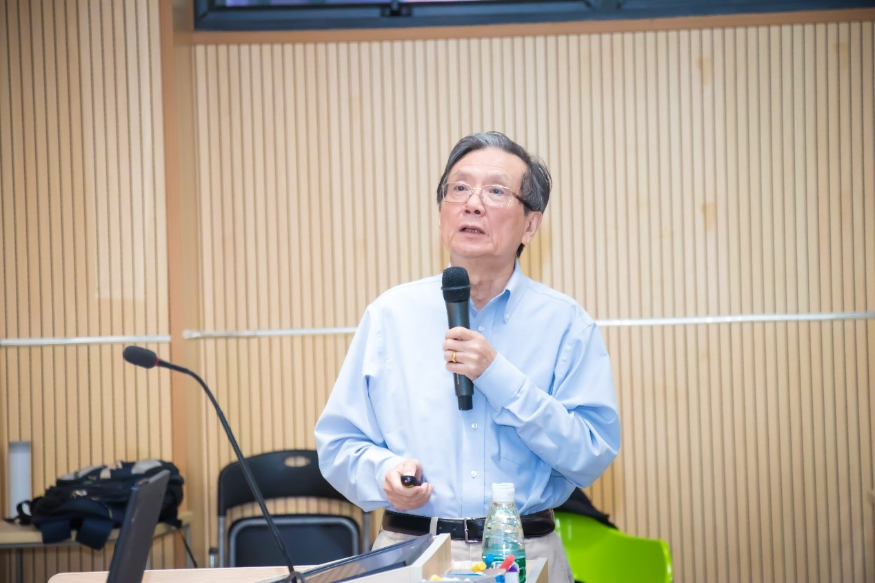 Fudan Professor lectures on opportunities and challenges of basic theory of physics