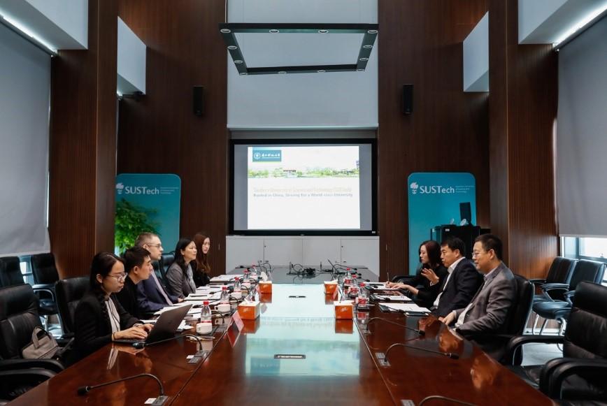 Wang Yanqing, director of the Shenzhen Meteorological Bureau, visited our school.