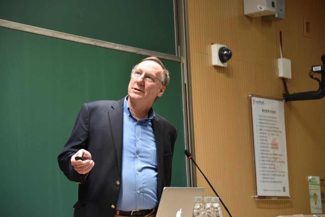 Esteemed American Academician lectures on excitons and exciton confinement