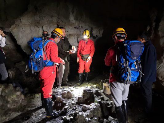 Interdisciplinary team investigates caves in Guizhou