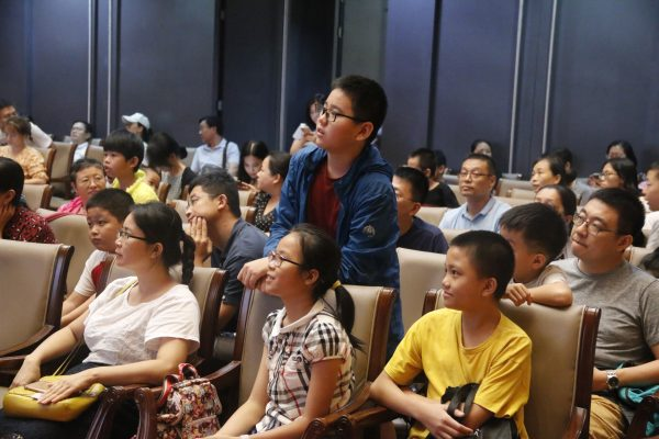 SUSTech professors commit to lifelong education at Shenzhen Library