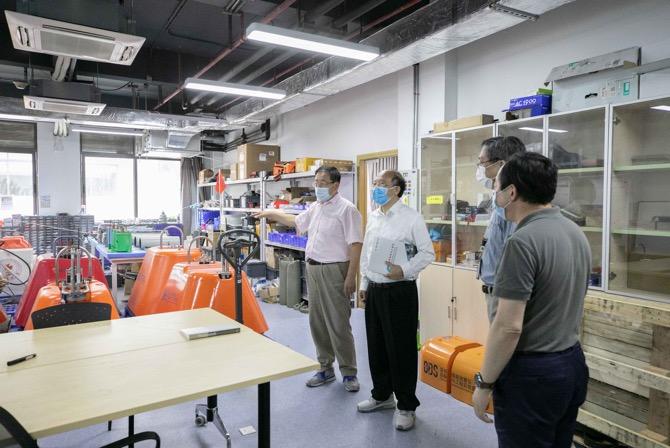 SUSTech President guides laboratory development